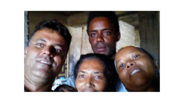 Daniel Dantas e moradoras de Cabo Verde