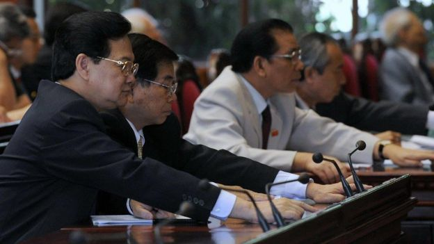 Thủ tướng Nguyễn Tiến Dũng, Chủ tịch nước Nguyễn Minh Triết và TBT Nông Đức Mạnh hồi 2009