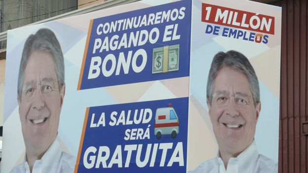 Cartel con la imagen del candidato Guillermo Lasso.