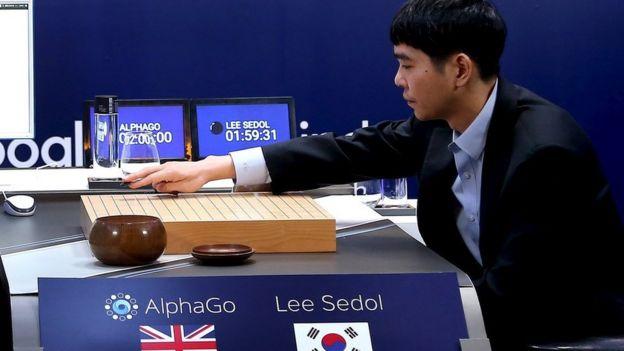 Lee Sedol enfrentándose a la computadora AlphaGo