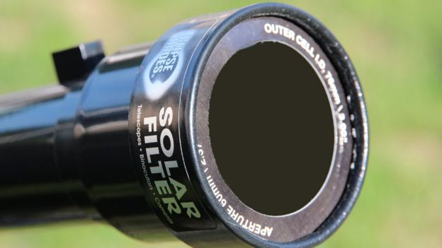 Filtro solar en un lente