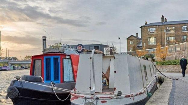 قوارب يتخذها بعض الناس كمساكن في لندن