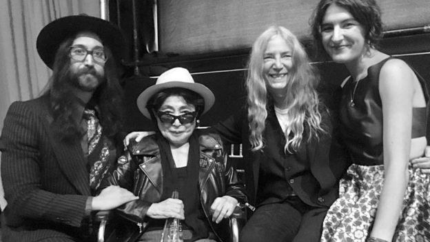 Yoko Ono con Sean Lennon, Patti Smith and la hija de esta.