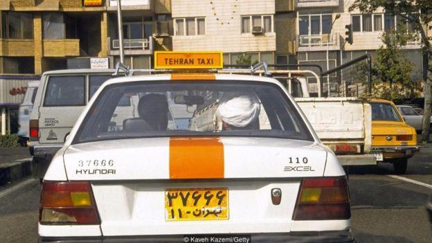 Ngay cả những tài xế taxi cũng có thể tỏ ra lịch sự bằng cách từ chối tiền khách trả cho tới khi người khách nài nỉ đủ mức