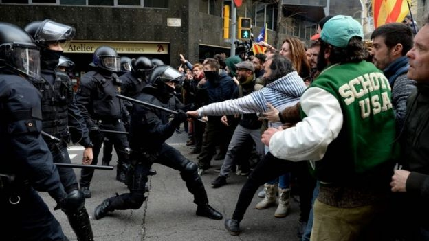 Scuffles break out between police and protesters in Barcelona