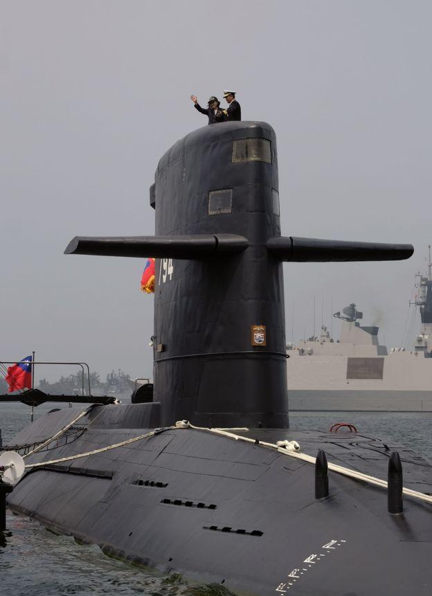 蔡英文在左營登上台灣海軍