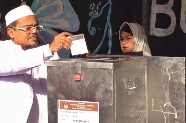 Picture of Riziek Shihab voting at the Jakarta governor election 19 April 2017