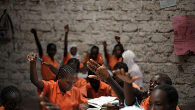 Niñas en escuela en África.