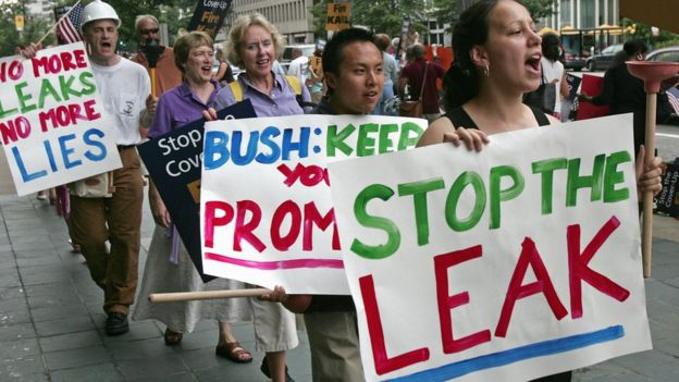 """Liberals protest against White House """"leaks"""" in 2005"""
