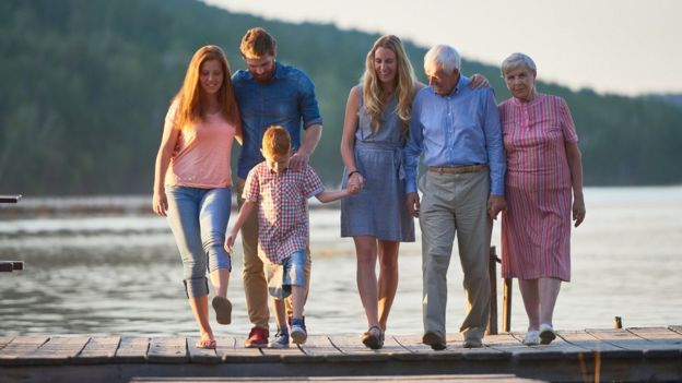 Família caminhando