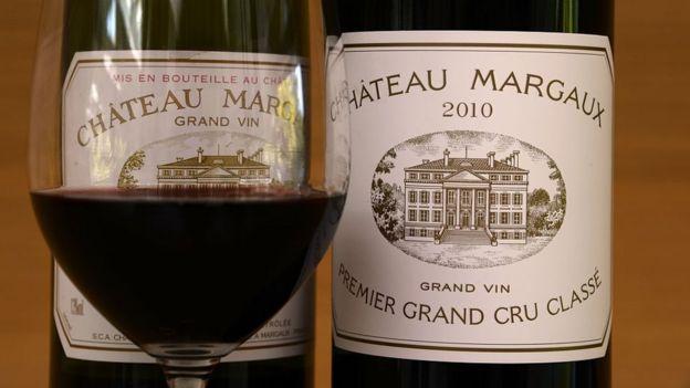 Dos botellas y una copa de Château Margaux.