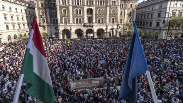 Demonstrators gather at the building of the Hungarian State Opera in downtown Budapest, Hungary, 14 April 2018