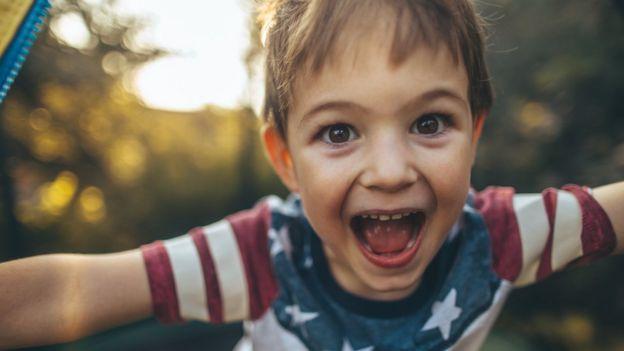 Las fotografías de menores en la red están expuestas a muchos riesgos, además de crear una huella digital que ellos no han decidido. Foto: GETTY IMAGES