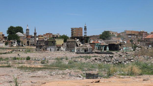 Dört Ayaklı Minare ve Surp Gargos Ermeni Kilisesi