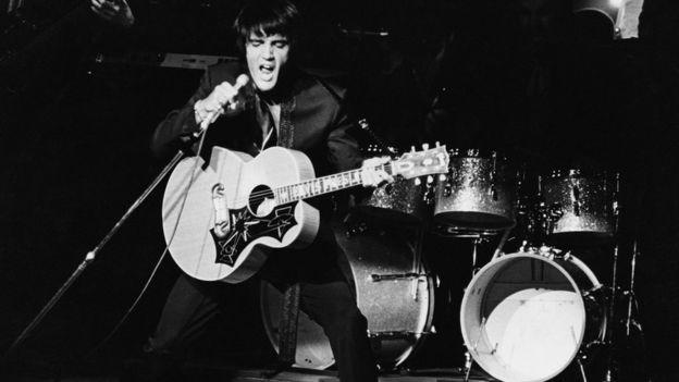 Elvis em show em las Vegas em 1969
