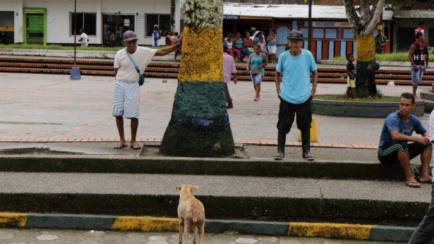 Gente en la plaza de Iscuandé.