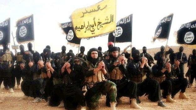 Combatientes de EI en Siria, en una imagen publicada en Twitter