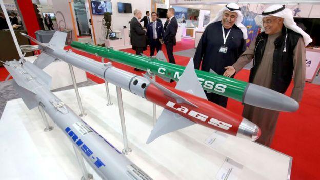 Exposición internacional de armamento en Kuwait.