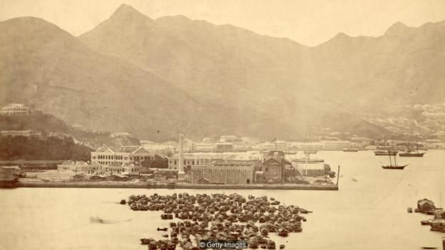 Sự biến đổi của Hong Kong trong nửa sau của thế kỷ 20 là đáng ngạc nhiên nếu nghĩ rằng những năm 1800 nó chỉ là một khu định cư nhỏ bé