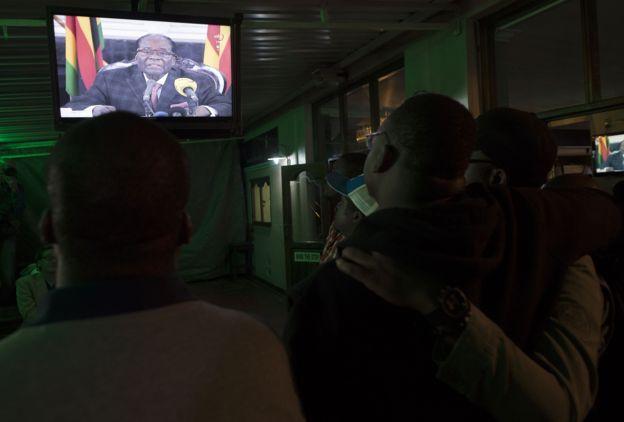 People watch Mugabe on TV in Zimbabwe