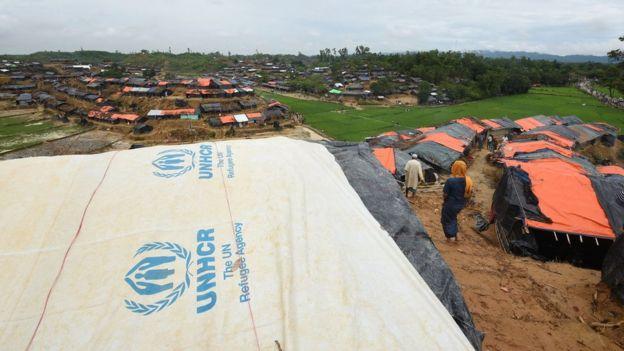 صدها هزار نفر از مردمان روهینگیا اکنون در ارودگاه های آوارگان در بنگلادش زندگی اسکان یافتهاند