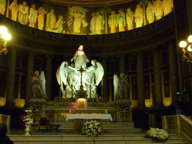 法国巴黎玛利亚玛达肋纳教堂内的雕塑