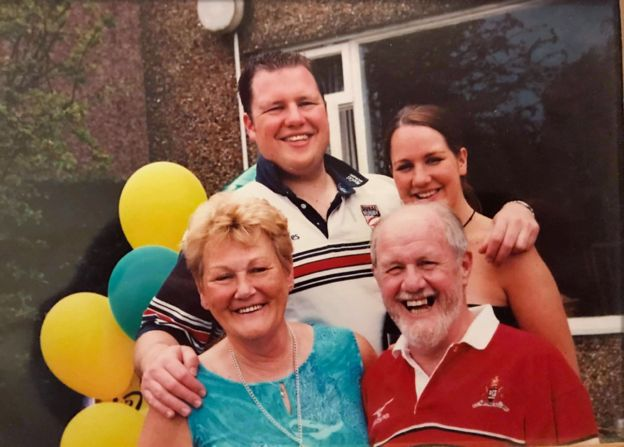 Robyn with her brother Gareth and parents Marjorie and David