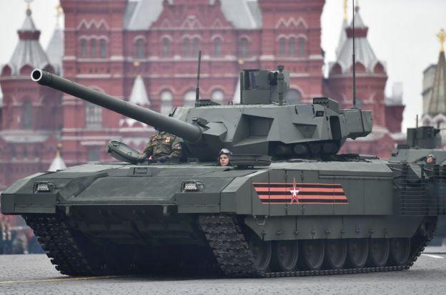 Tanque em desfile militar em Moscou