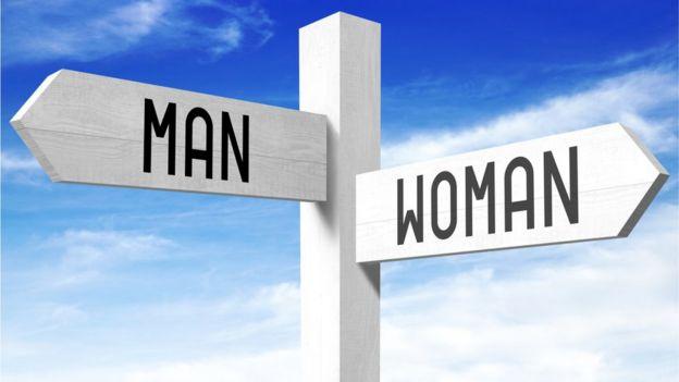 Placa encaminhando homens e mulheres para caminhos diferentes