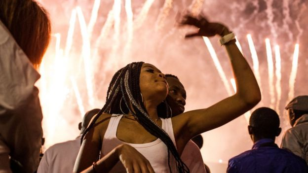 South African woman dey dance