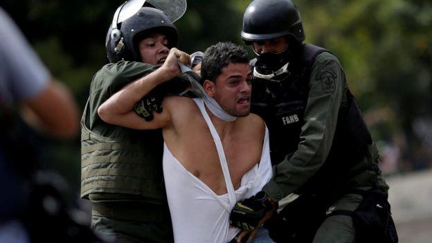 Las manifestaciones en Venezuela han dejado más de un centenar de muertos y miles de detenidos.