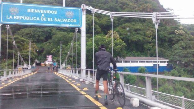 Carlos Santamaría en El Salvador
