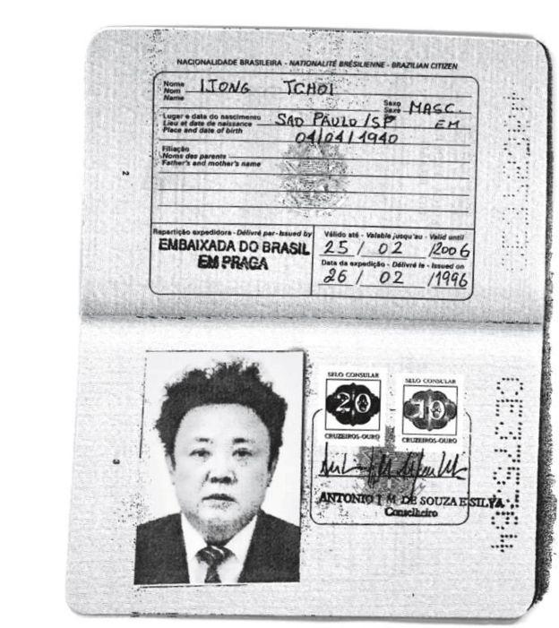 Ảnh hộ chiếu Brazil với hình ông Kim Jong-il được cấp với tên Ijong Tchoi ngày 26/2/1996