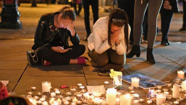 Homenaje a las víctimas en Manchester