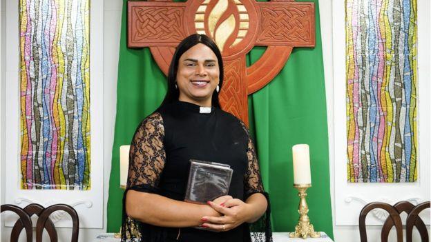 Alexya Salvador en la Iglesia de la Comunidad Metropolitana