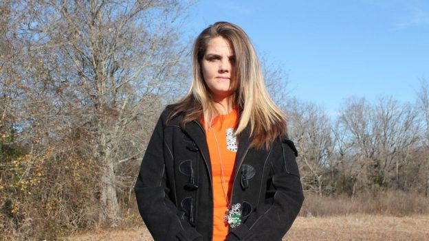 Jennifer Dial es una de las denunciantes.