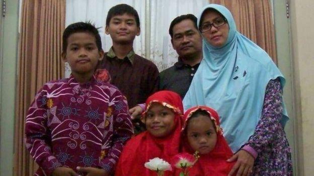 Keluarga Dita dan empat anaknya.