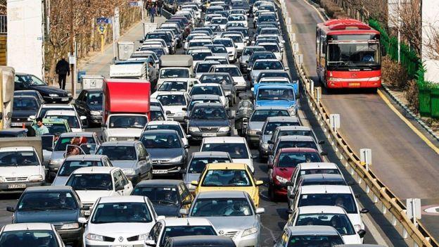 آمار گمرک ایران نشان میدهد که در چهارماه اول امسال واردات انواع خودرو ۵۵ درصد رشد داشته است