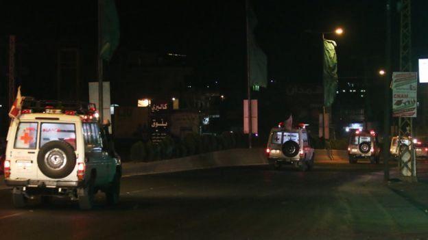 سيارات الإسعاف تنقل رفات 8 اشخاص يرجح أنها للجنود اللبنانيين المختطفين لدى تنظيم الدولة