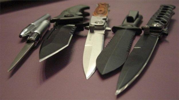 Okullarda 2 binden fazla silah ele geçirildi