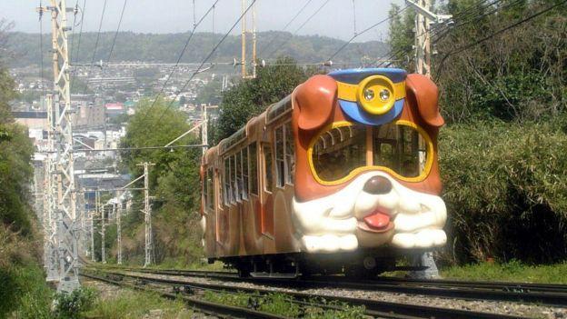 Ein Standseilbahnauto formte wie ein Hund auf Kintetsu Ikoma Cable Line in Nara-Präfektur