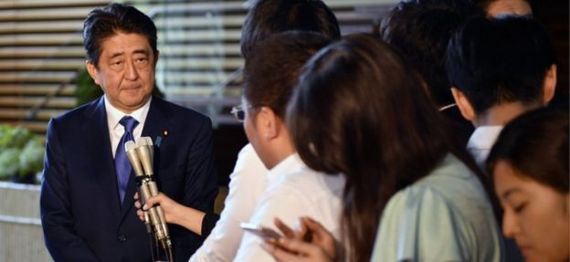 El primer ministro de Japón, Shinzo Abe, hablando a los periodistas en Tokio, 15 de septiembre 2017