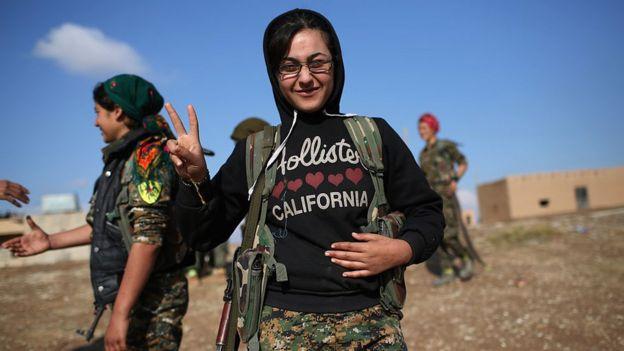 Mujeres combatientes kurdas sirias