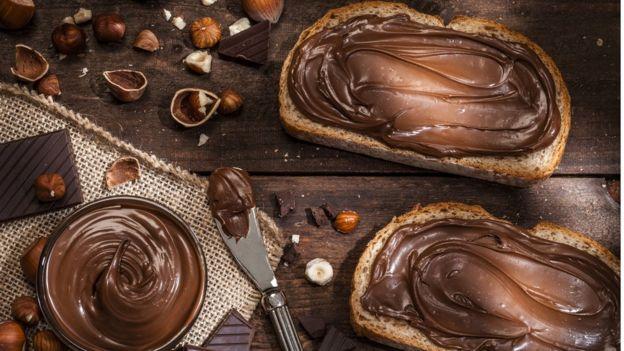pães com Nutella e avelãs