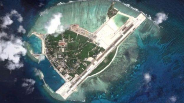 Một phi cơ ném bom H-6K được cho là đã hạ cánh trên đảo Phú Lâm