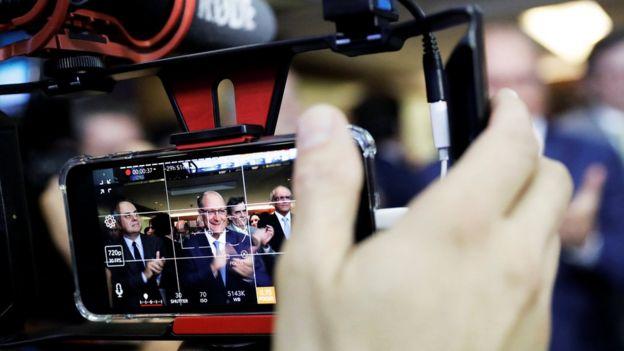 Alckmin é visto em tela de câmera