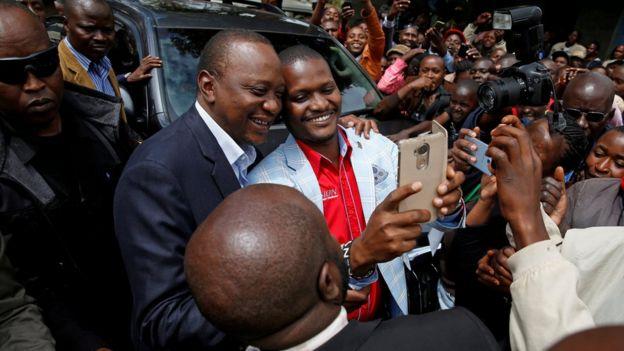Kenya President Uhuru Kenyatta posing with a voter - 26 October 2017