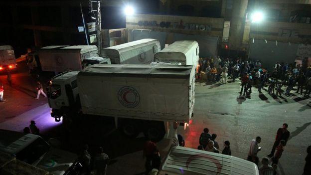 Moradores de Madaya e comboios de ajuda humanitária