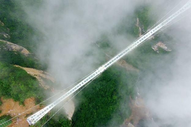 Ponte suspensa na China