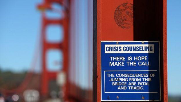 Aviso na Ponte Golden Gate, nos EUA